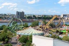 De mening van het Pretpark van La Ronde Van Jacques Cartier Bridge, Montre Stock Fotografie