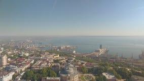De mening van het de stadscentrum van Odessa met de mariene haven en Opera en Ballettheaterbouw stock footage