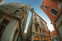 De mening van het vissenoog bij straten in Venetië, Italië stock afbeeldingen