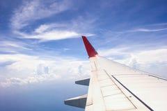 De mening van het vliegtuig van de wereld onder een wolk Royalty-vrije Stock Fotografie