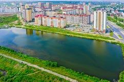 De mening van het vogeloog over Tura-buurt Tyumen Rusland Royalty-vrije Stock Afbeeldingen