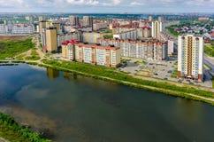 De mening van het vogeloog over Tura-buurt Tyumen Rusland Stock Fotografie