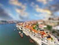 De mening van het vogeloog van Douro-rivieroever van de Dom Luiz-brug, Porto, Portugal Royalty-vrije Stock Foto