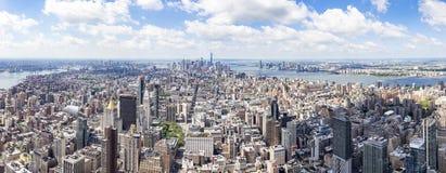 De mening van het zuidenpanorama van het Empire State Building met Lower Manhattan en One World Trade Center, New York, Verenigde stock foto