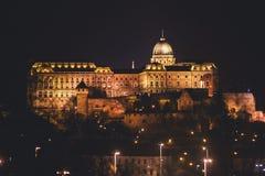 De mening van Hongaars Parlementsgebouw, het Parlement van Boedapest buitenkant, riep ook Orszaghaz, met Donau-rivier en stadspan Royalty-vrije Stock Foto's