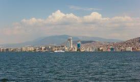 De mening van Izmir met veerboot Royalty-vrije Stock Afbeelding
