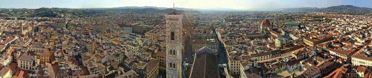 De mening van de Klokketoren en de stad van Florence vanaf de bovenkant van Duomo royalty-vrije stock foto's