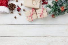 De mening van de lijstbovenkant van ornamenten en decoratie Vrolijke Kerstmis en Gelukkig Nieuwjaar Stock Afbeeldingen