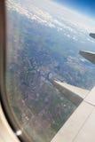 De mening van Liverpool van vliegtuigvenster Royalty-vrije Stock Afbeeldingen