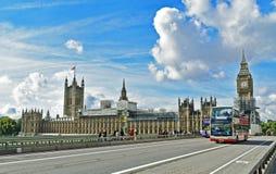 De mening van Londen de Big Ben van tuin Stock Afbeeldingen