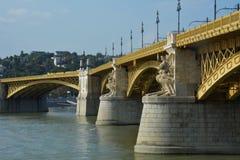 De mening van Margit verborg, de brug van Margit in Boedapest over de rivier van Donau Royalty-vrije Stock Afbeelding