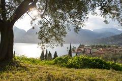 De mening van meergarda door zonsondergang - zonsopgang - garda - Italië Royalty-vrije Stock Foto