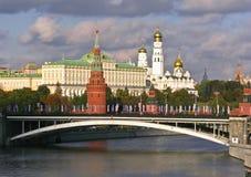 De mening van Moskou het Kremlin van Moskva-rivier Royalty-vrije Stock Afbeelding