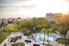 De mening van Nice over een hoteltoevlucht in Cannes Stock Foto