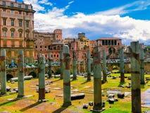 De mening van oude ruïnes in roman forum in Rome, Italië Stock Afbeelding