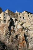 De mening van Pitigliano van onderaan, Toscanië, Italië Royalty-vrije Stock Afbeeldingen