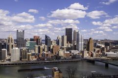 De mening van Pittsburgh, Pennsylvania, de V.S. 3/15/2109 A van de stad in van Grandview overziet in MT Washington royalty-vrije stock afbeeldingen