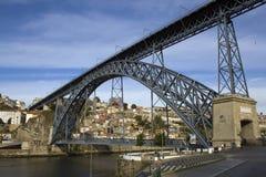 De Mening van Porto met D. Luis Bridge stock foto's