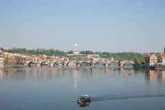De mening van Praag van Charles Bridge royalty-vrije stock foto