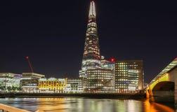 De mening van de Scherfbouw bij nacht, Londen, het Verenigd Koninkrijk stock fotografie