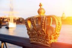 De mening van Stockholm met kroon Stock Foto's