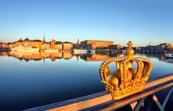 De mening van Stockholm met kroon Royalty-vrije Stock Foto's