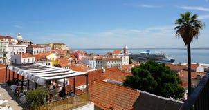 De Mening van de Tagus-Rivier van Alfama, Lissabon, Portugal Stock Fotografie
