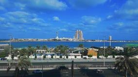 De mening van de tijdtijdspanne van Abu Dhabi-stads beroemd oriëntatiepunt Marina Mall, het wiel van het Jachthavenoog, Fairmont  stock video