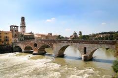 De mening van Verona - Ponte Pietra Stock Afbeeldingen