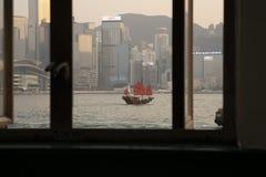 De mening van Victoria Harbour door het venster royalty-vrije stock afbeelding