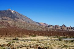 De mening van vulkaan zet de Piek en de omgeving van Teide Teide met verharde lava op Nationaal Park, Tenerife, Canarische Eiland Stock Foto's