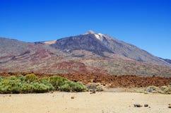 De mening van vulkaan zet de Piek en de omgeving van Teide Teide met verharde lava op Nationaal Park, Tenerife, Canarische Eiland Stock Foto