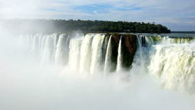 De mening van watervallen van foz doet iguacu in Brazilië stock videobeelden