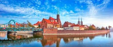 De mening van Wroclawpolen bij Tumski-eiland royalty-vrije stock afbeeldingen