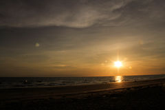 De mening van zonsondergang bij het overzees stock afbeelding