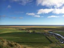 De mening vanaf de bovenkant van Skogafoss-waterval in IJsland Royalty-vrije Stock Afbeeldingen