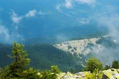 De mening vanaf de bovenkant van de berg Stock Foto