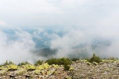De mening vanaf de bovenkant van de berg Stock Foto's