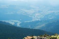 De mening vanaf de bovenkant van de berg Royalty-vrije Stock Foto's