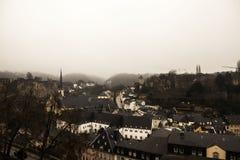 De meningen van de de wintermist van de stad van Luxemburg Royalty-vrije Stock Foto