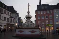 De meningen van de de wintermist van de stad van Luxemburg Stock Foto
