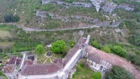 De meningen van de Rocamadourvallei: dorp op helling, kasteel op bovenkant stock footage