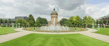 De meningen van het panorama van stadsoriëntatiepunt in Mannheim. Royalty-vrije Stock Foto's