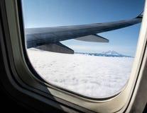 De Meningen van de noordwestenberg boven de Wolken stock afbeelding