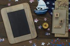 De menings luchtbeeld van de lijstbovenkant van decoratie het teken van de Gelukkige Columbus dag van de V.S. op 8,2018 Oct royalty-vrije stock foto