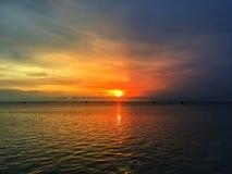 De meningsachtergrond van het zonsonderganglandschap De mening van het avondzonlicht stock fotografie