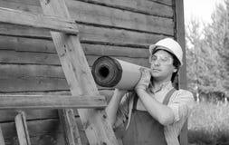 De mens in arbeider ` s kleedt zwart-wit Stock Afbeelding