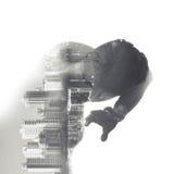 De mens behandelt zijn gezicht van wat gevaar, cityscape collage Royalty-vrije Stock Afbeelding