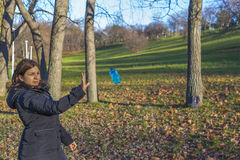 De mens bereikt water Royalty-vrije Stock Afbeelding
