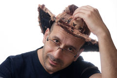 De mens binnen brimmed wijd hoed royalty-vrije stock foto